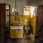 1. Platz Zerfall: WIEGOLD - Toilette / Haus der alten Dame